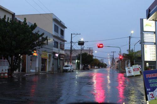 A chuva, além de trazer alívio, interrompeu uma sequência de queimadas na Serra das Almas e vinha causando sérios transtornos ambientais. Foto: L12.