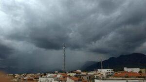 Grau de severidade das chuvas passou de laranja para amarelo. Foto: Paulo Silva/Foto Silva.